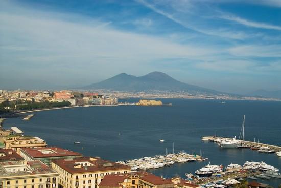 16225_napoli_il_vesuvio_visto_dal_porto_di_napoli